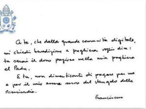 Scrittura piccola di Papa Francesco proposta da Grafologia360